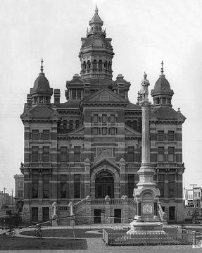 479px-City_Hall_and_Volunteer_Monument,_Winnipeg,_MB,_1887