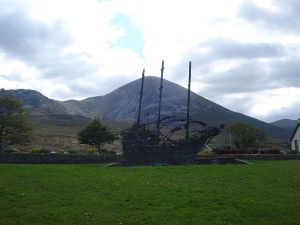 800px-National_Famine_Monument_with_Croagh_Patrick_in_the_background